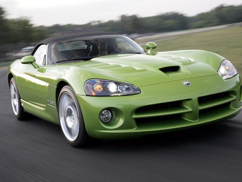 绿色蝰蛇车前侧视高清图片