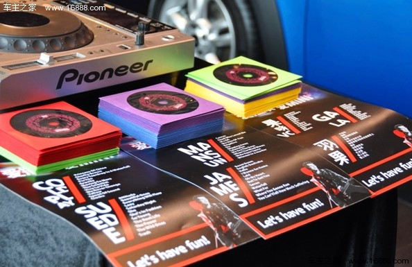 "MINI又玩新花样!近日,MINI宣布在中国上市3款COOPER S发动机级别的新车款,MINI COOPER S Fun版、MINI COOPER S CLUBMAN Fun版以及MINI COOPER S COUNTRYMAN,售价分别为31.9万元、33.9万元和36.8万元。  想拥有可媲美 COOPER S的运动性能,又不想承担高昂的价格?MINI告诉你什么是""高性价比""—Fun。FUN是计算你与 MINI间距离的一道高级运算,即:COOPER S的强悍动力&"