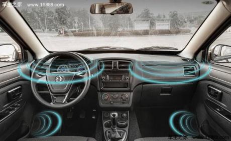 东风风光330装有lcd自发光仪表盘,立体声环绕音响等;东风风光350
