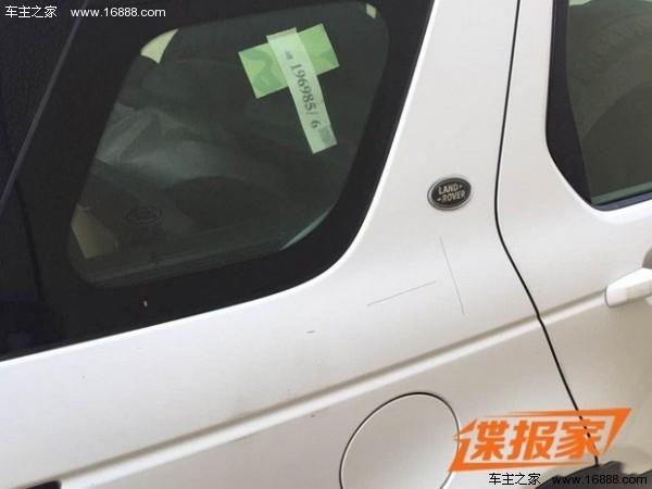 尾部方面牌照框旁边更换了奇瑞捷豹路虎的标识,显示了其真实身份.高清图片