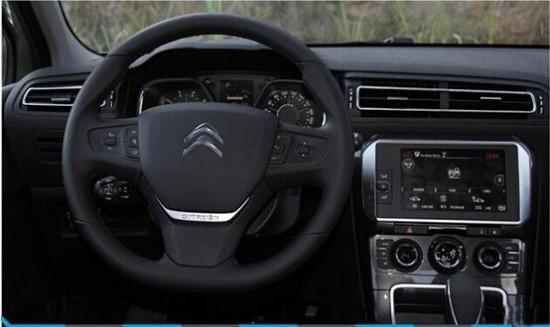雪铁龙C4世嘉8款车型如何选 东风雪铁龙现在领悟到了南北大众多生孩子好打架理念的真谛,就在前不久东风雪铁龙开始在紧凑车市场多生孩子,这款车型就是C4世嘉。新车是一款刚上市的全新紧凑级车型,定位于爱丽舍和雪铁龙C4L之间,售价10.78万-16.48万元,此次C4世嘉推出三个排量共8款车型,那么这8款车型中哪款车型性价比最高更值得购买呢,今天我们为您解答一下。   东风雪铁龙C4世嘉推出了共8款车型,排量包括1.